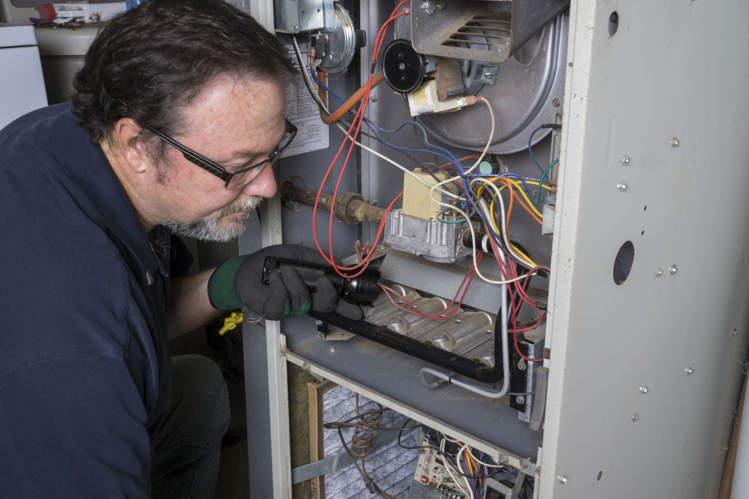 technician doing a furnace tune up